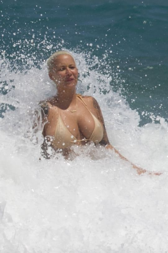 Amber Rose Topless on beach (1)