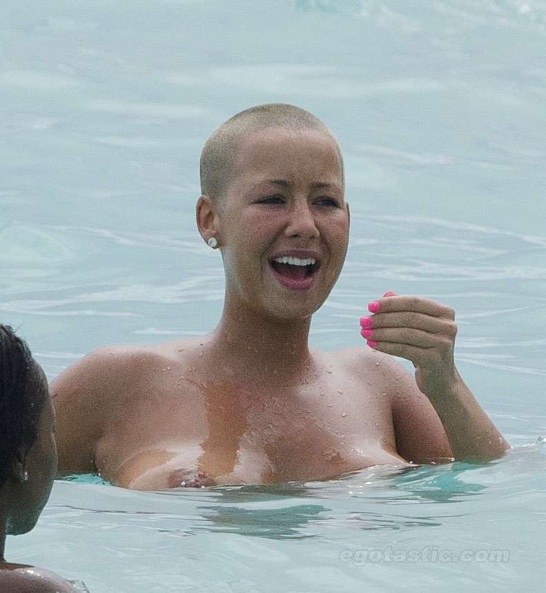 Amber Rose naked tits (2)