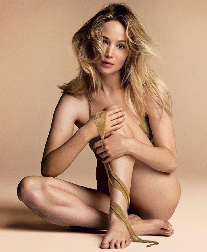 Jennifer Lawrence completely naked
