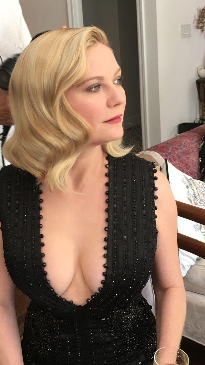 Kirsten Dunst Cleavage Pics (1)