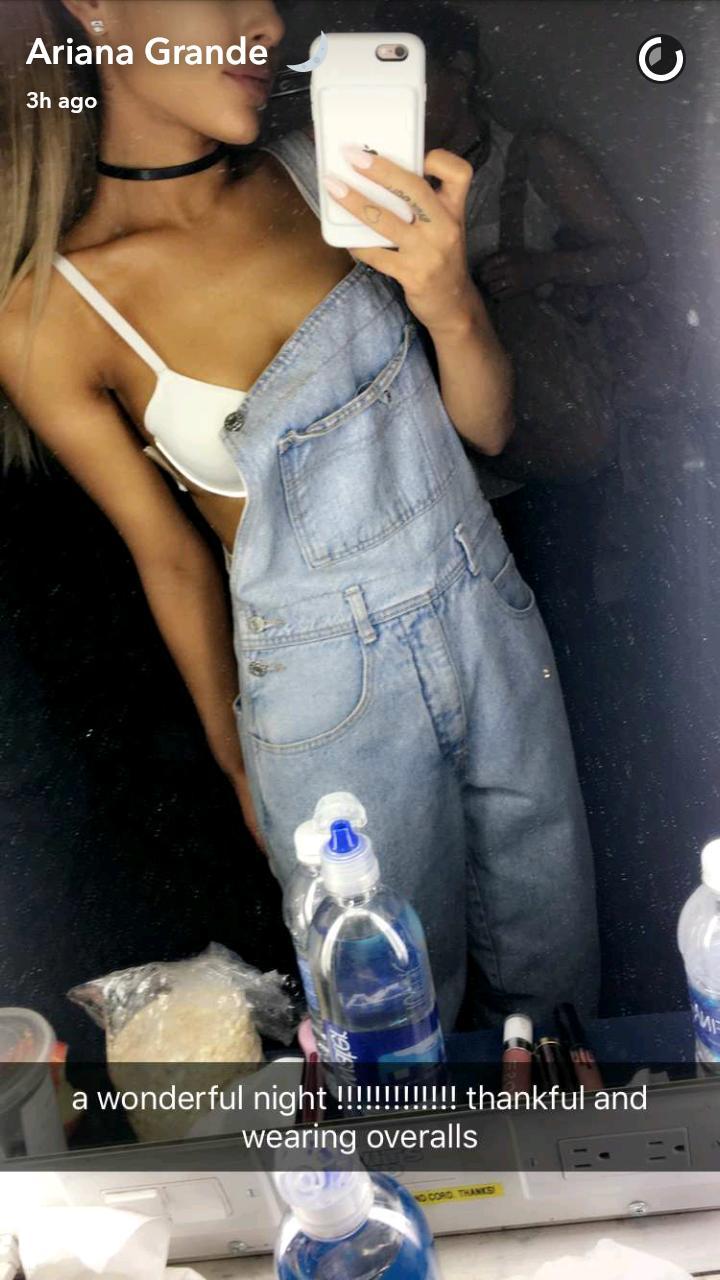 Ariana Grande sexy bra snapchat