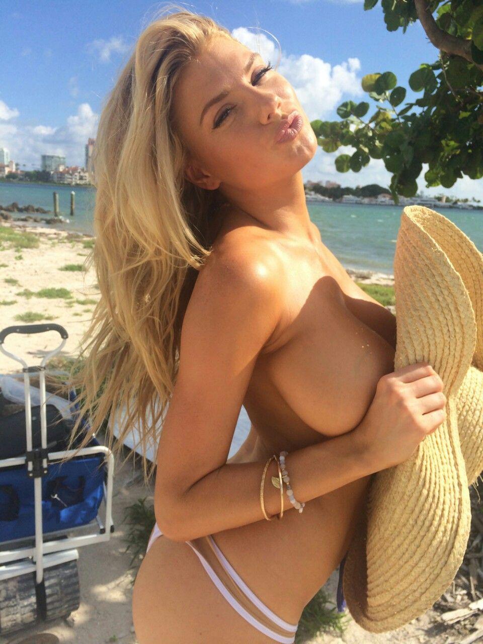 Charlotte McKinney nude leaked pics