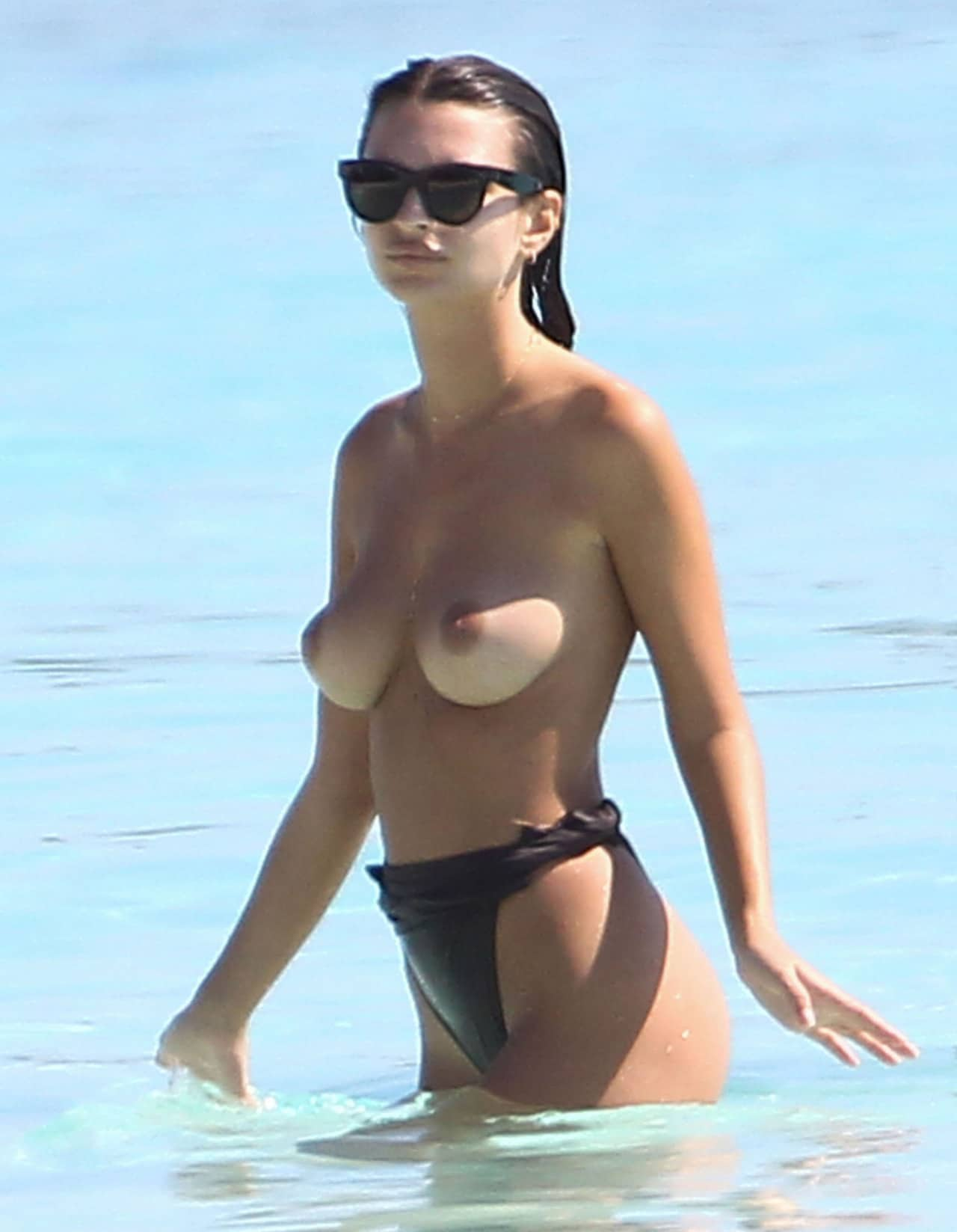 model emily ratajkowski topless ocean pic