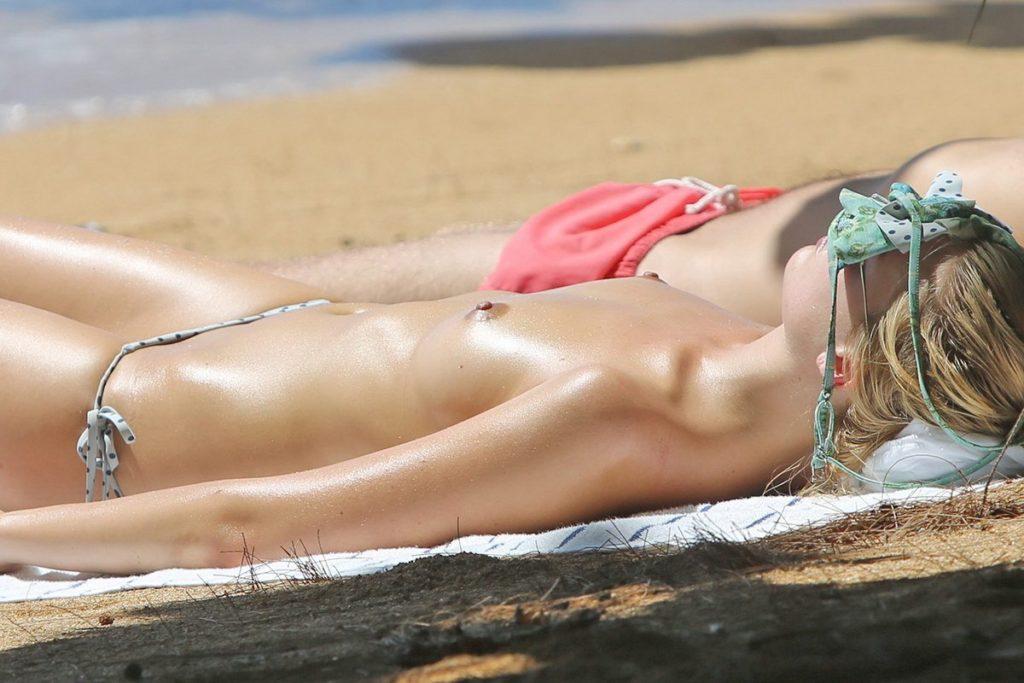 Margot Robbie Topless (2)