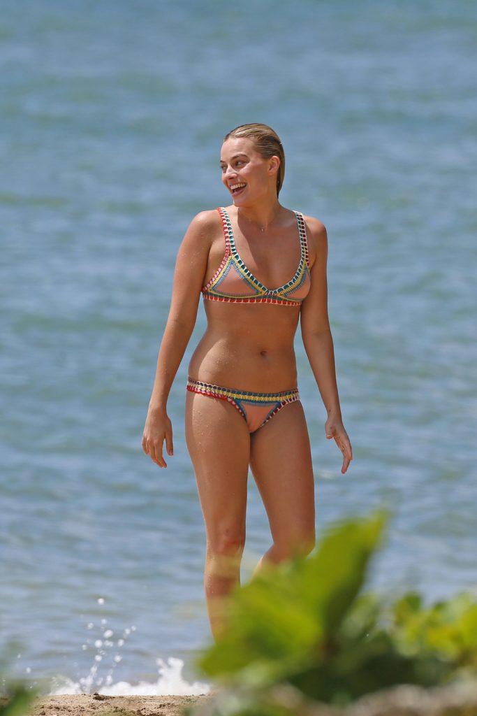 Margot Robbie sexy beach pic