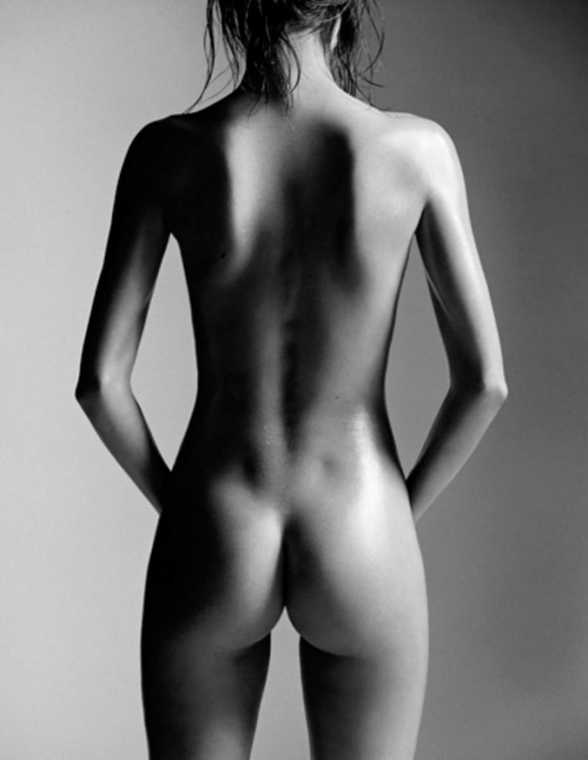 Miranda Kerr naked backside