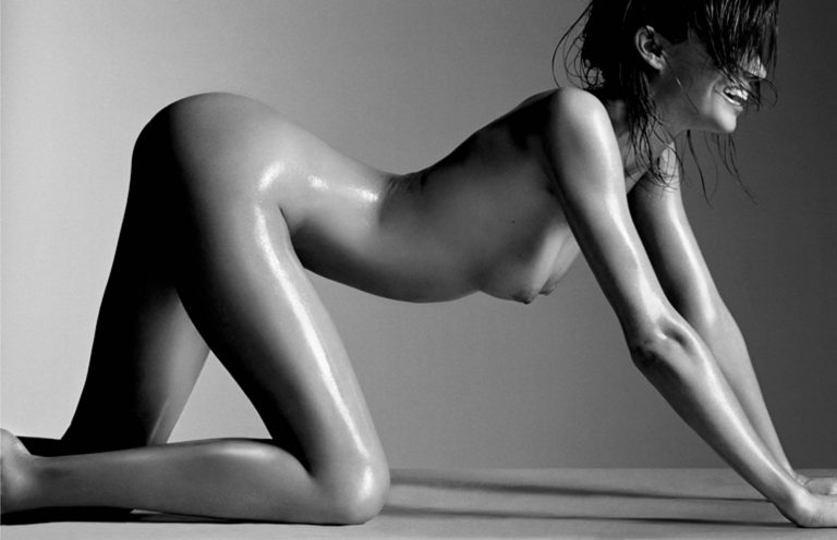 model miranda kerr totally naked on all fours