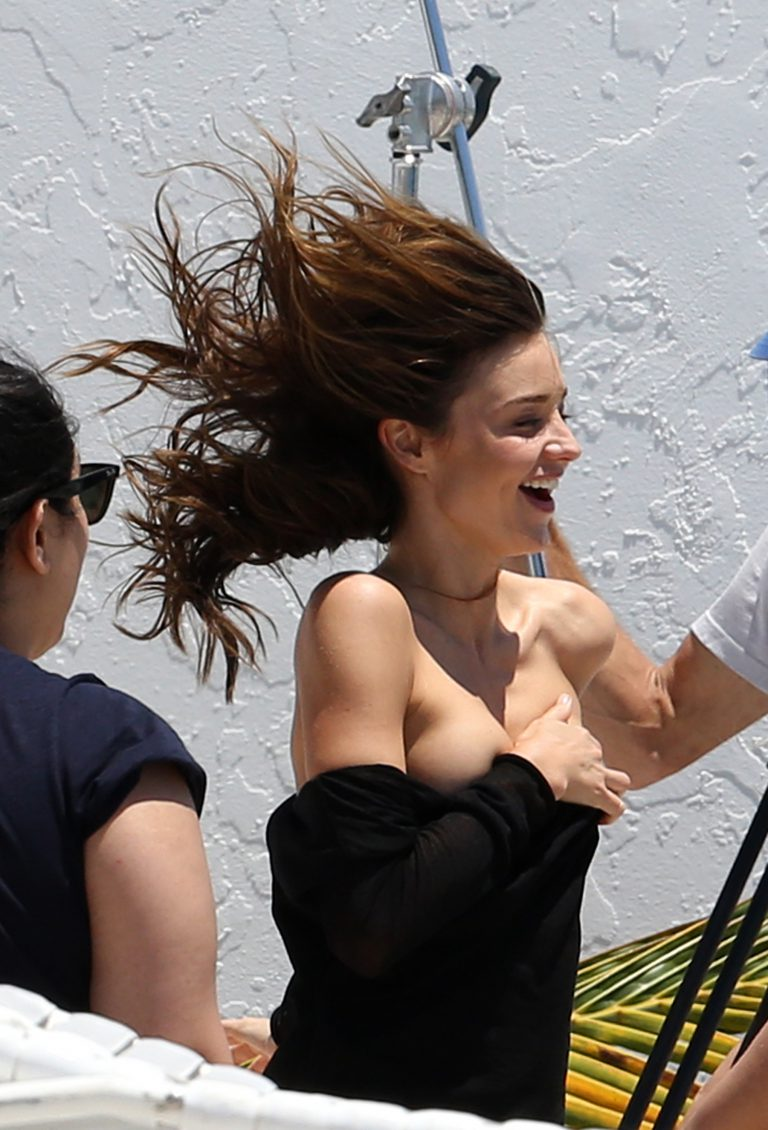 miranda kerr suffers wardrobe malfunction