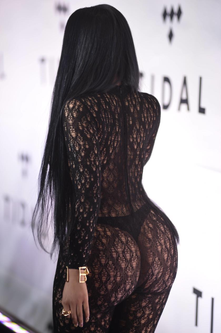 Nicki Minaj ass in thong