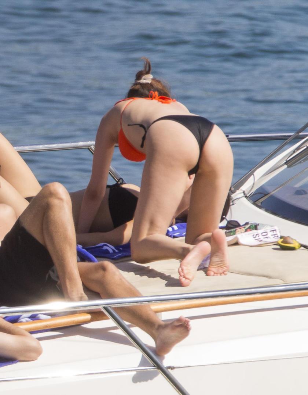 Selena Gomez pussy slip