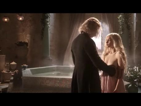 hot scene of emilia clarke's titties on game of thrones