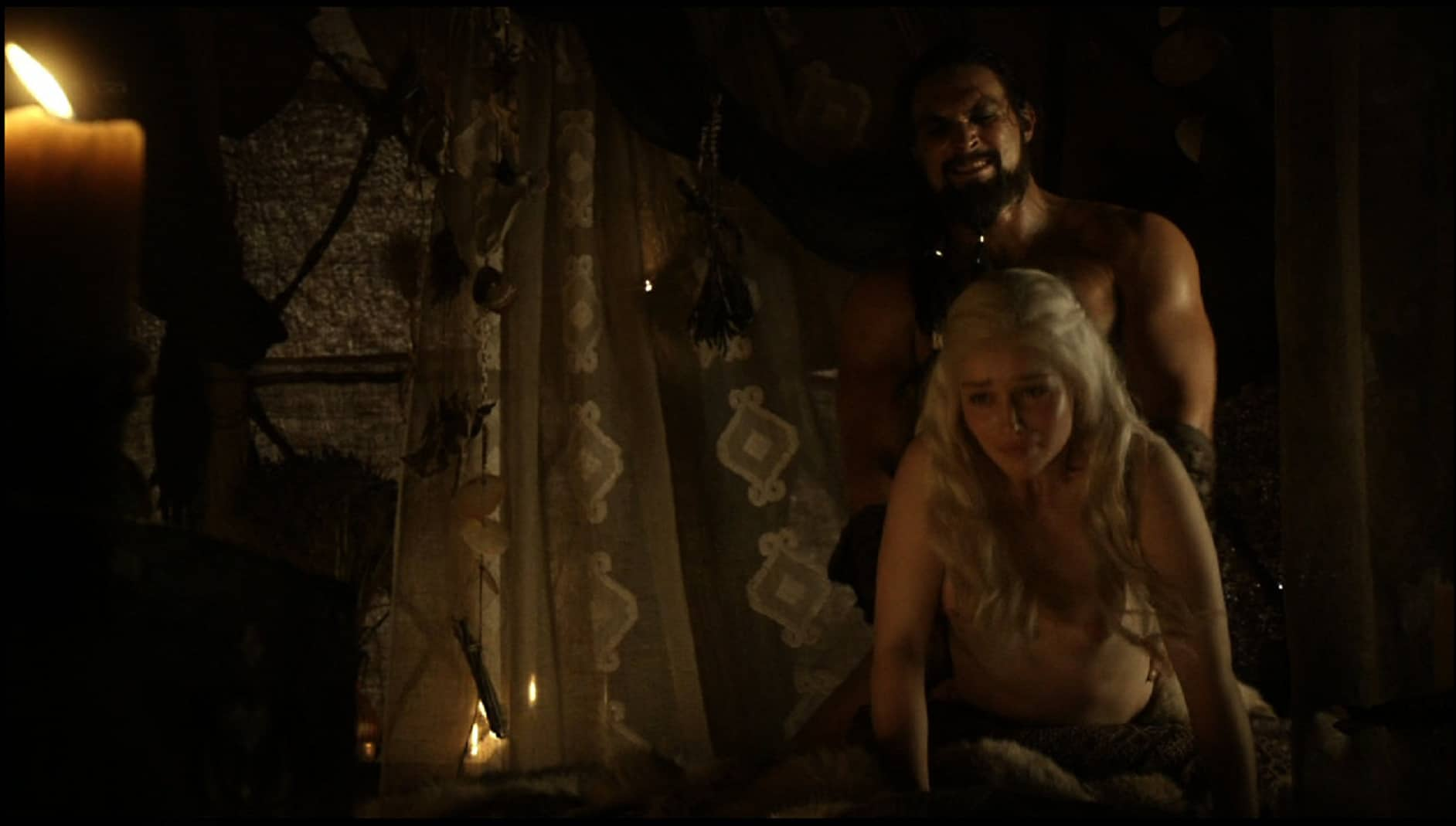 completely naked emilia clarke in the hbo tv show