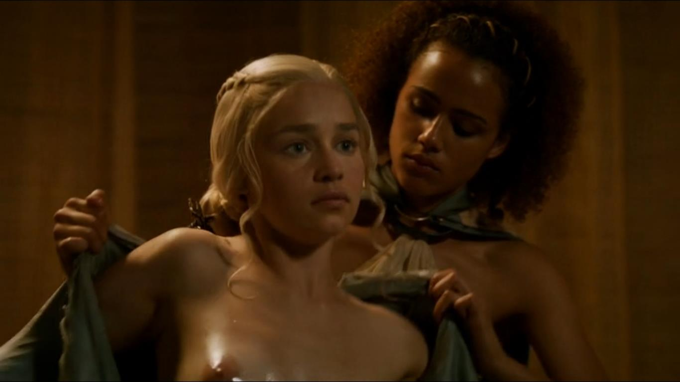 game of thrones titties of emilia clarke in bathtub scene