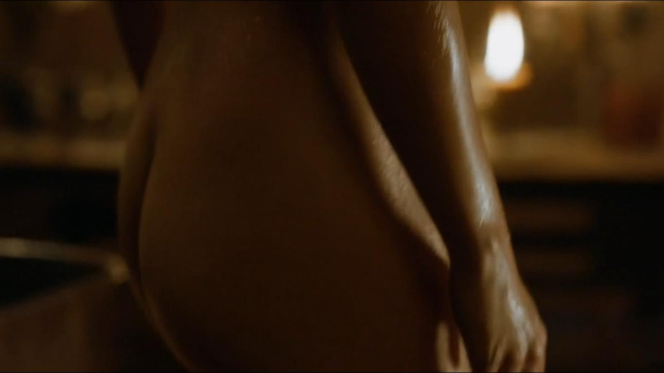 totally bare naked ass of emilia clarke in game of thrones