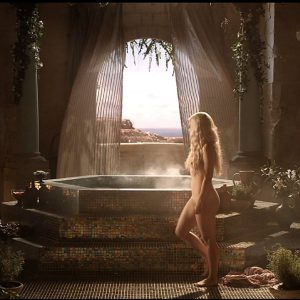 fully undressed emilia clarke in game of thrones