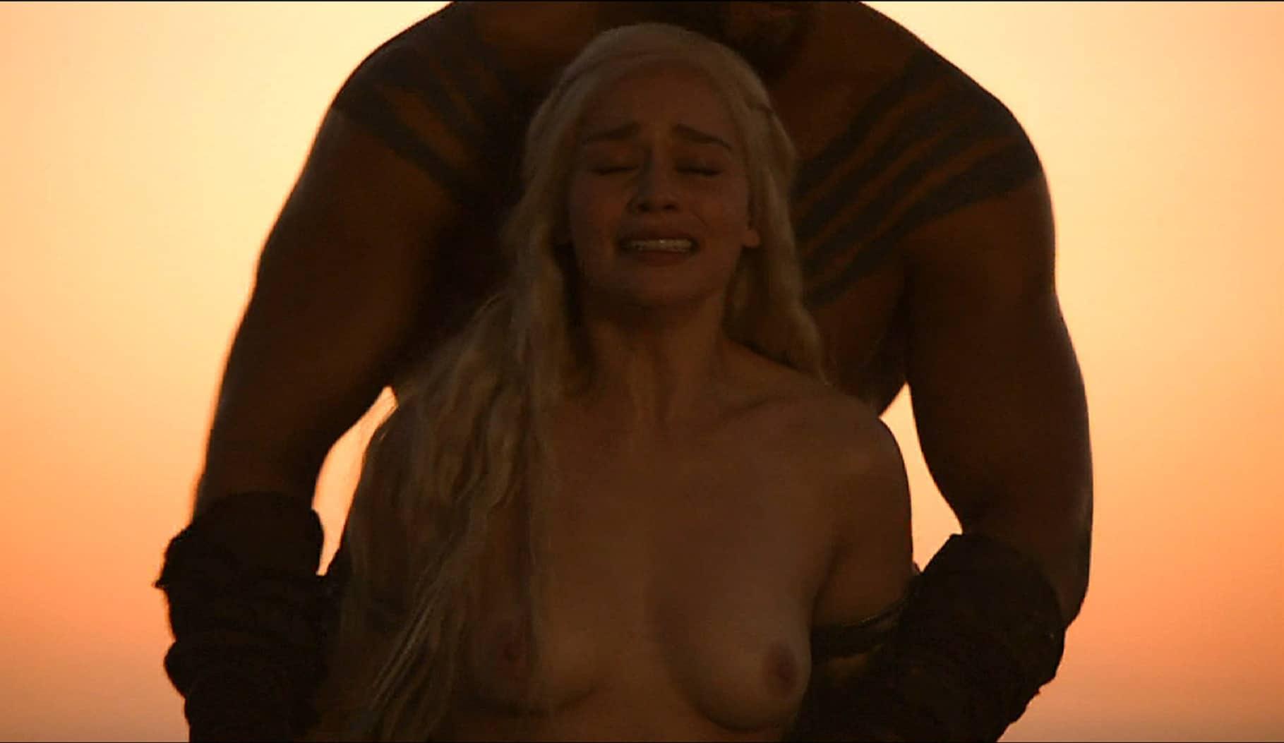 totally exposed nipples of emilia clarke