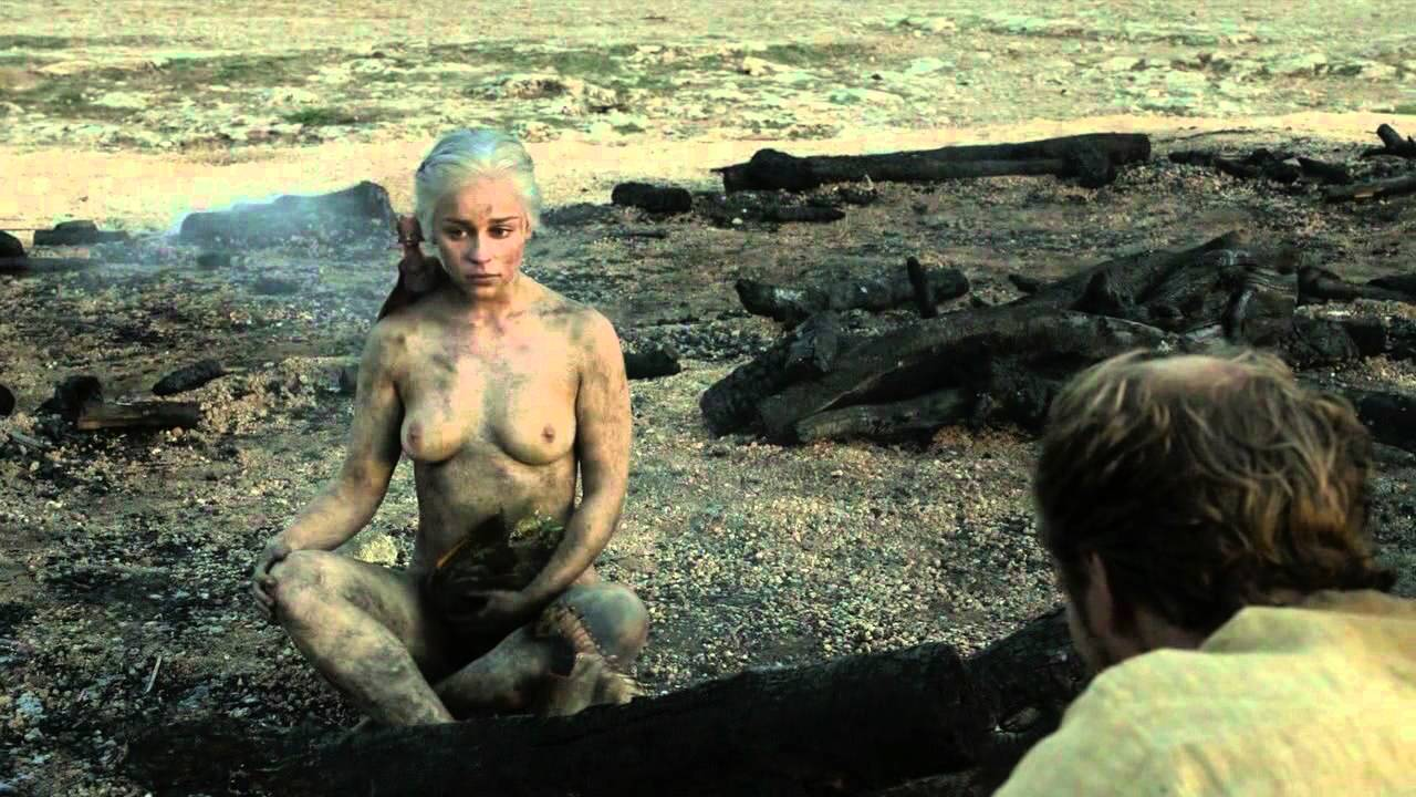 sexy emilia clarke naked in the mud