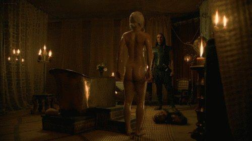 fully naked body of emilia clarke