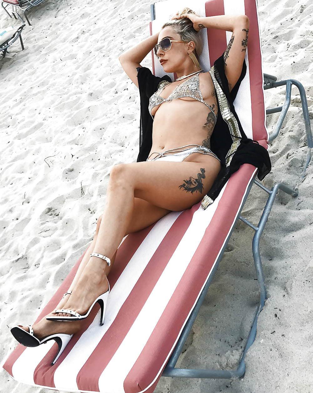 Lady Gaga Sexy Pics (3)