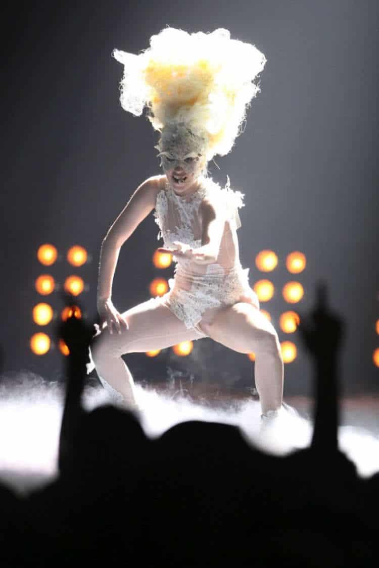 Lady Gaga pussy on stage (2)