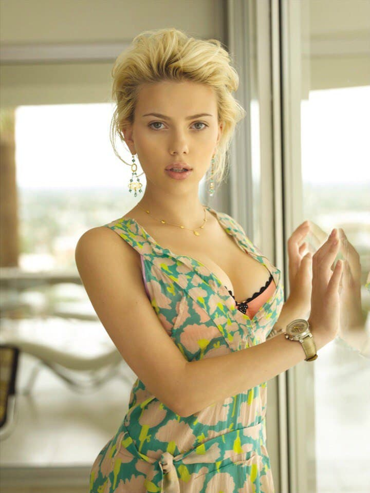 Scarlett Johansson sexy at 19 years old