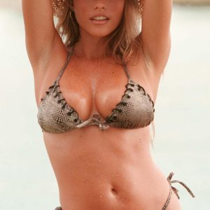 actress sofia vergara shows off her sexy body in bikini