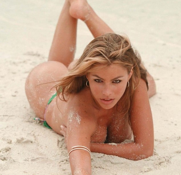 totally naked sofia vergara on the beach