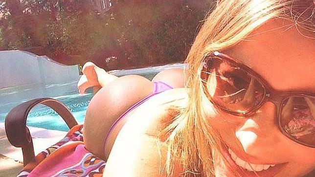Sofia Vergara nude pics - hot selfie of her half naked ass