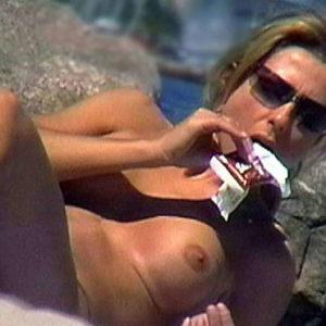 actress jennifer aniston naked on the beach