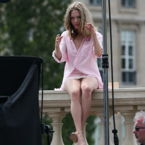 sexy amanda seyfried sitting on balcony looking hot