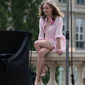 singer amanda seyfriend showing off beautiful legs in skirt on balcony