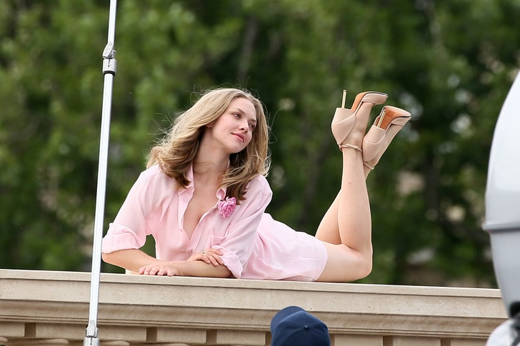 blonde hottie amanda seyfriend in paris on a balcony in pink outfit