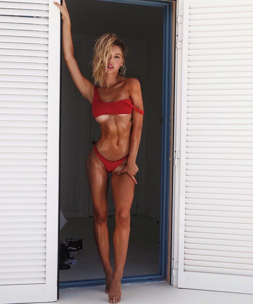 Alexis Ren nudes