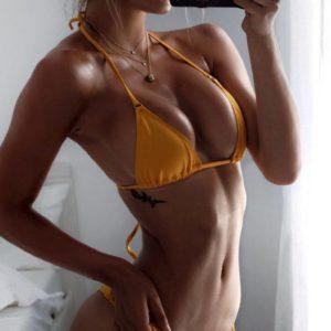 Alexis Ren sexy selfie