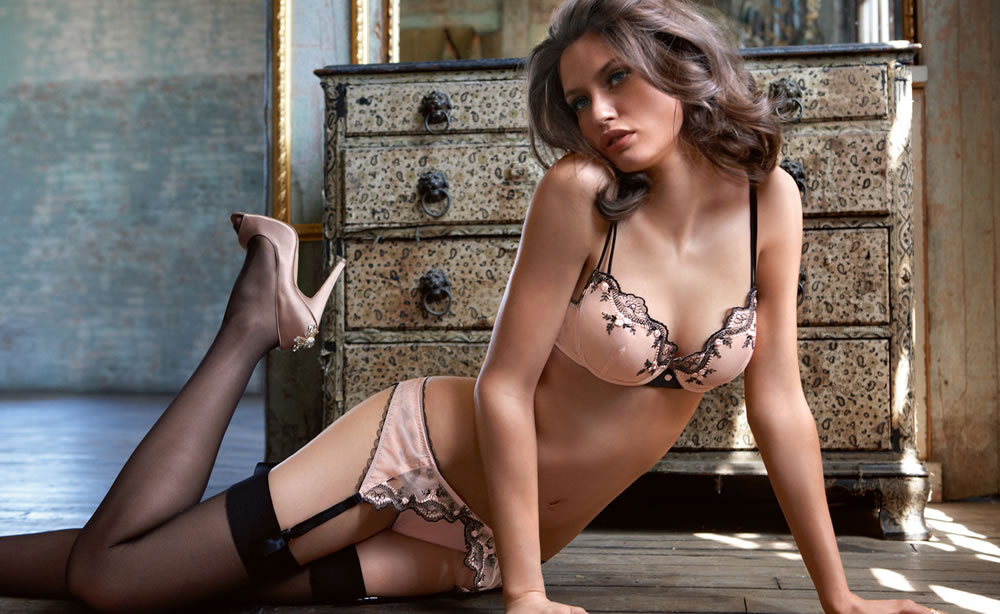 Bianca Balti in lingerie