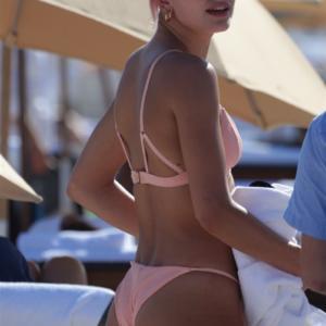Hailey Baldwin nice butt