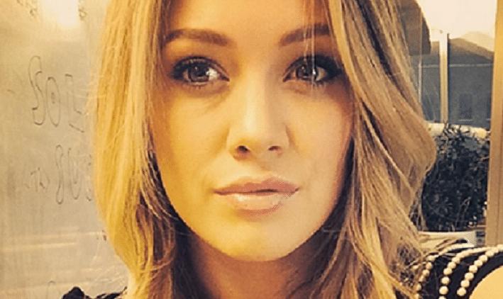 Hilary Duff sexy selfie