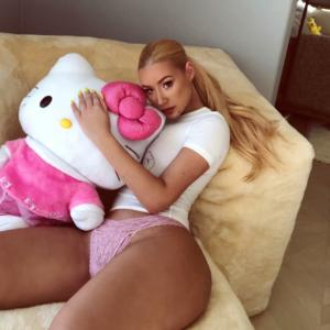 Rapper Iggy Azalea's Raunchiest NUDE Photo Collection