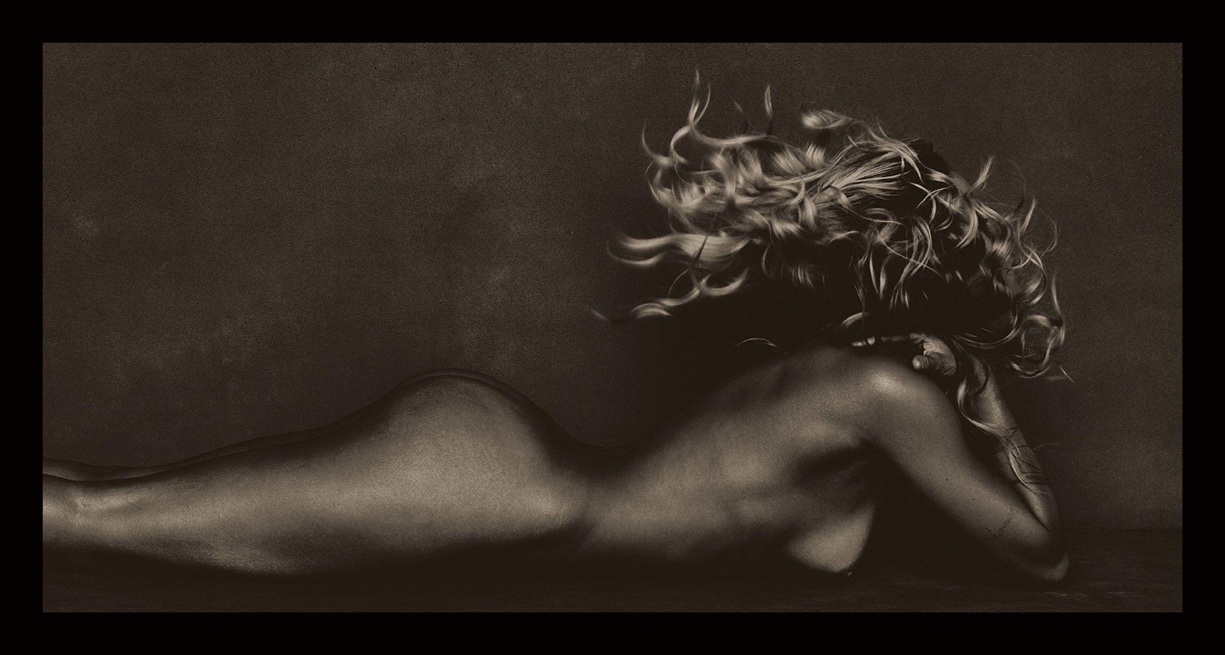 Kourtney Kardashian Poses Completely Naked In Jaw