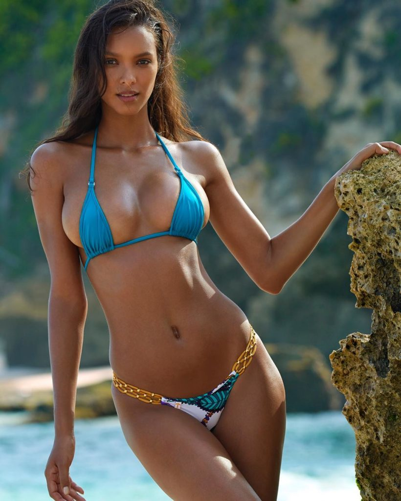Lais Ribeiro enormous boobs in a bikini
