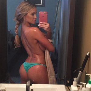 Lindsey Pelas sexy selfie