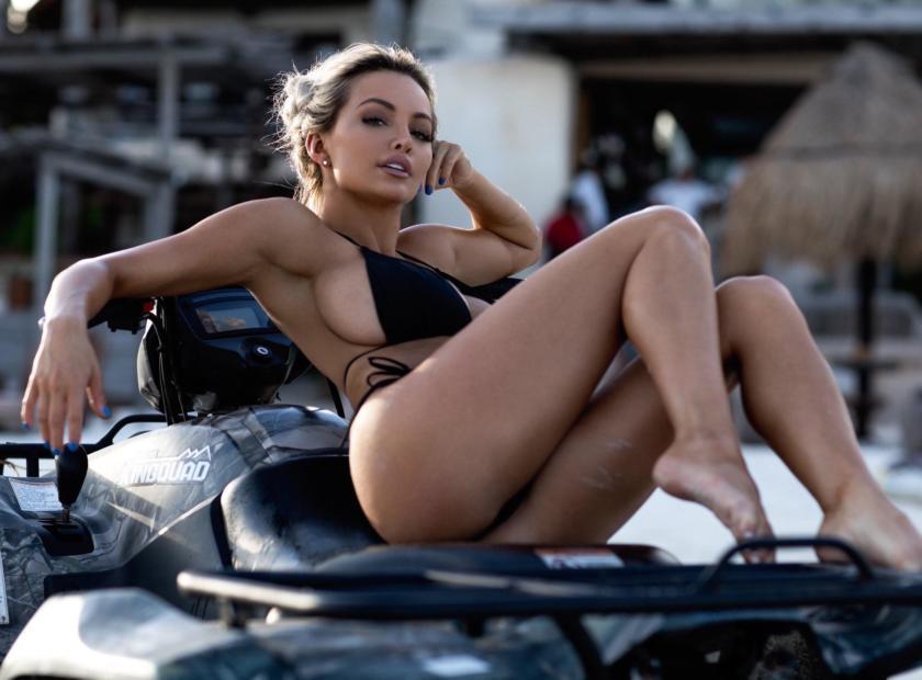 Lindsey Pelas super hot