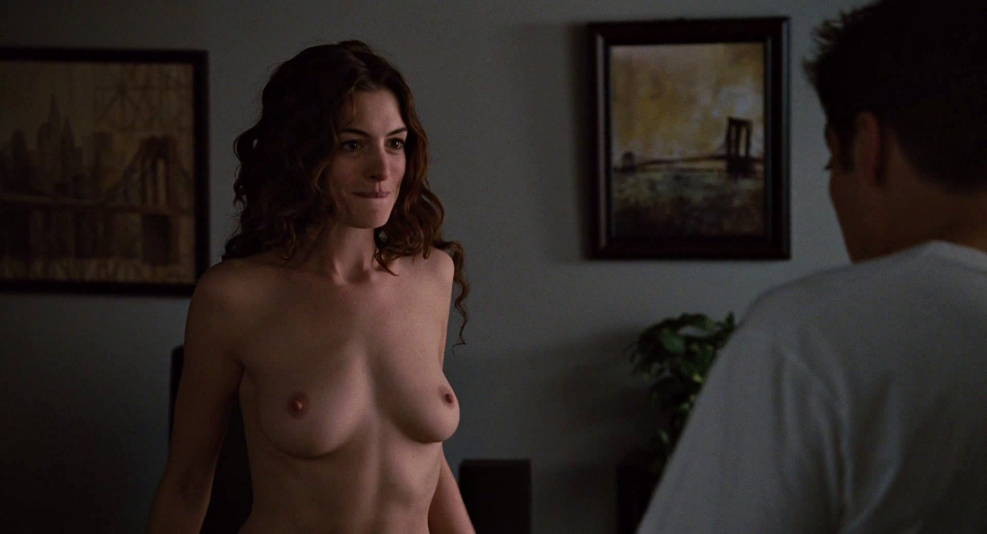 Anne Hathaway pussy show