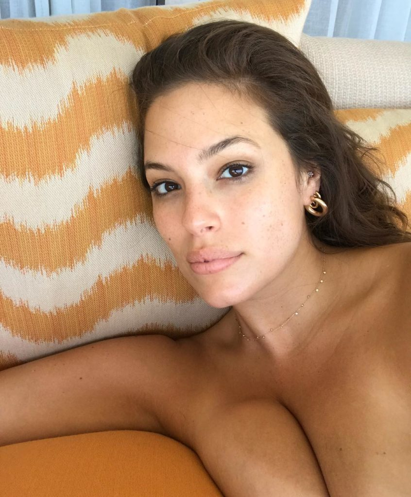 Ashley Graham sexy selfie