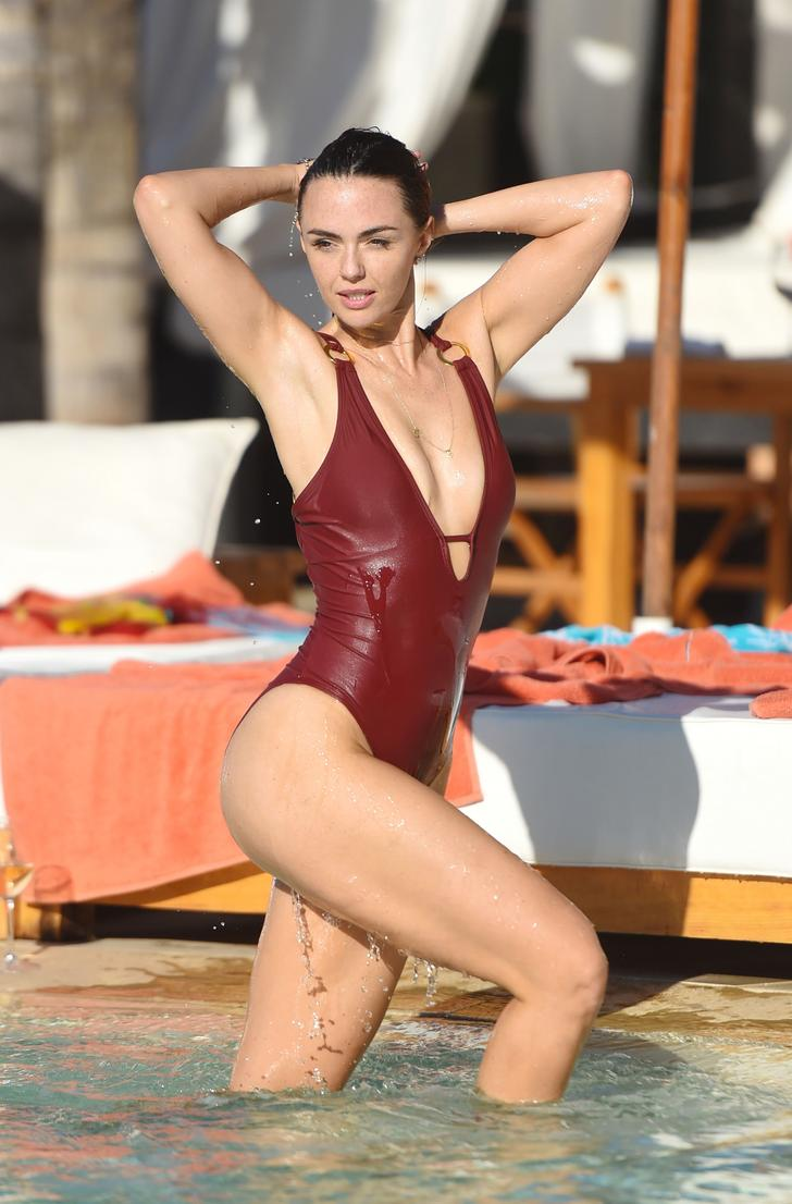 Jennifer Metcalfe in maroon one piece at the pool in Marrakesh (4)