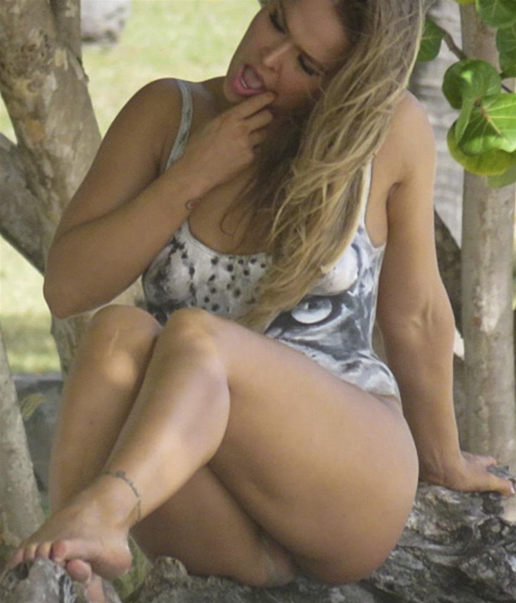 Ronda Rousey hot boobs