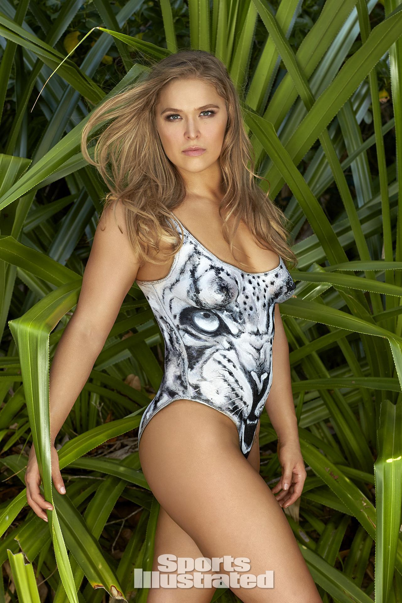 Ronda Rousey naked