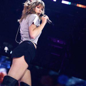 Taylor Swift naked boobs