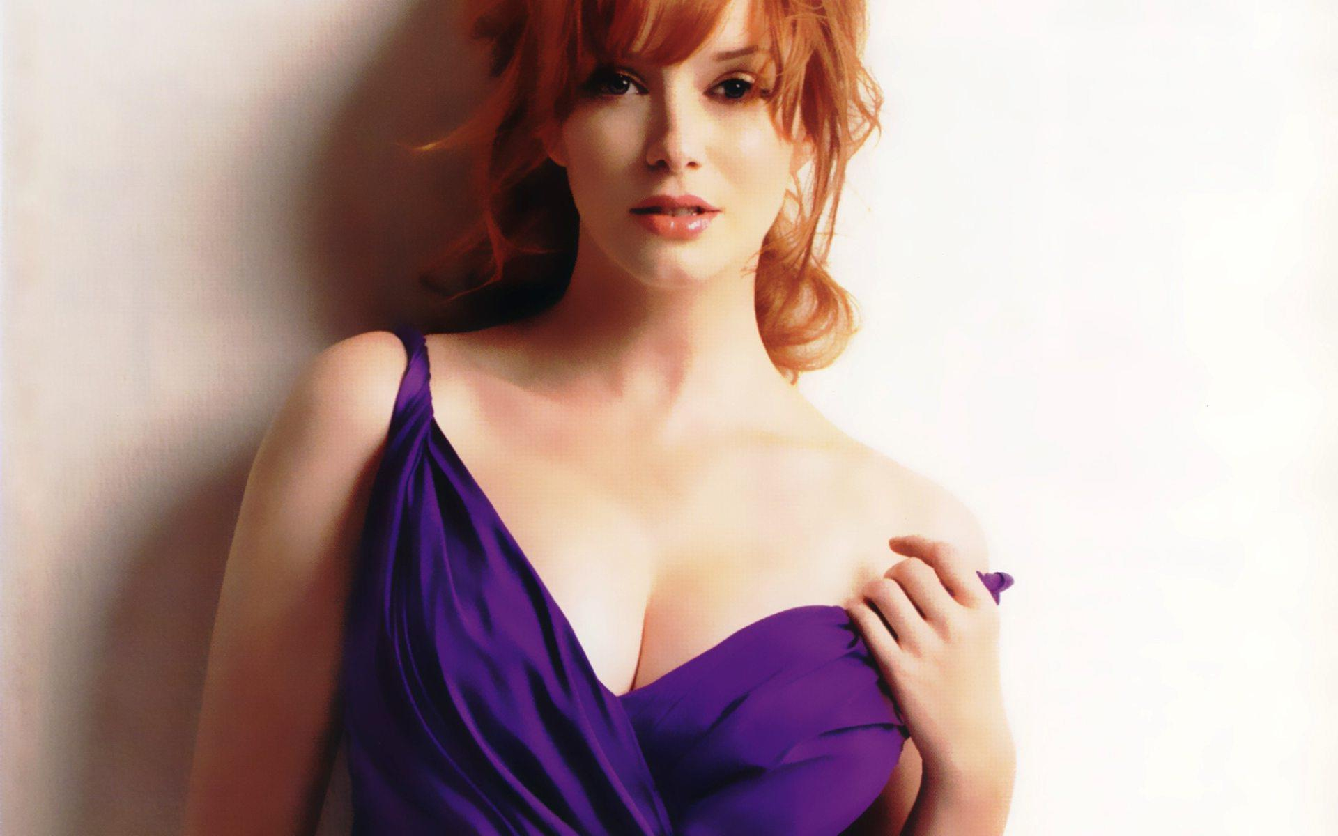 Christina Hendricks boobs CIY35V.jpg