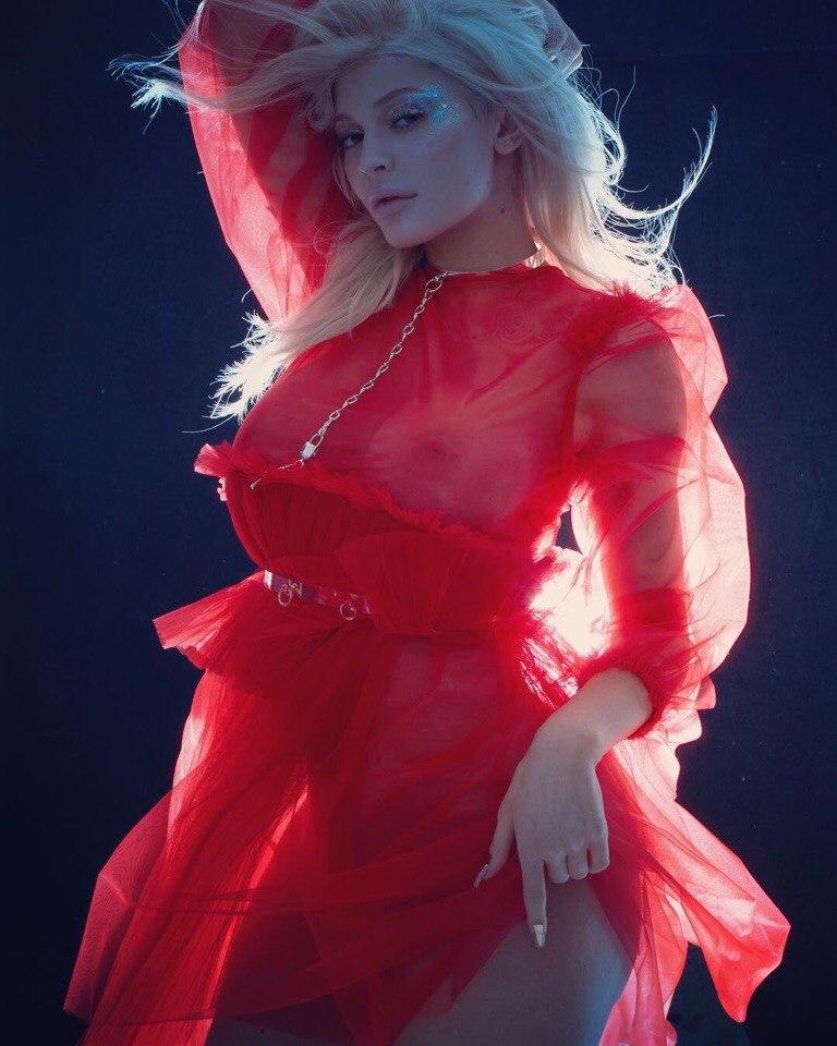 Kylie Jenner hot